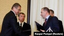 """Заместитель председателя правления """"Газпрома"""" Александр Медведев, Игорь Сечин и, предположительно, задержанный в Польше Михал Шубский"""