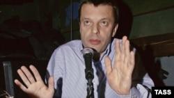 К решению об уходе Леонида Парфенова могла подтолкнуть непопулярность «Русского Newsweek», считают эксперты