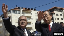UN Secretary-General Ban Ki-moon (right) and Palestinian Prime Minister Fayyad during a visit to Ramallah on March 21.