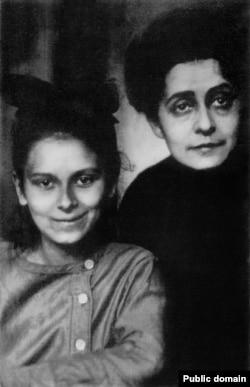 Ариадна с матерью Татьяной Шлёцер