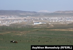 Шетпе ауылының жалпы көрінісі. Маңғыстау облысы, 22 сәуір 2012 жыл.