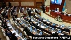 Қазақстан парламенті. 2015 жыл. (Көрнекі сурет)