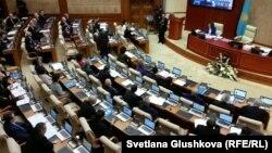 Парламент мәжілісінің отырысы (Көрнекі сурет).