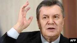Оболонський районний суд Києва 4 травня почав підготовче засідання у справі про звинувачення Віктора Януковича в державній зраді, але майже відразу переніс його на 18 травня