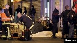 Террорлық шабуыл болған жерлердің бірі. Париж, 13 қараша 2015 жыл.