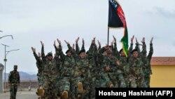 افغان امنیتي سرتېري د ورځنۍ بدني روزنې پر مهال - د ارشیف انځور.
