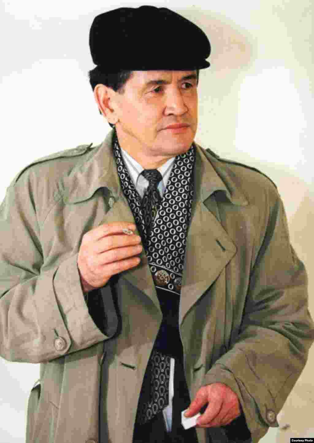 Марат Қабанбай (1948 - 2000 жж.), жазушы, журналист hәm көсемсөз шебері.