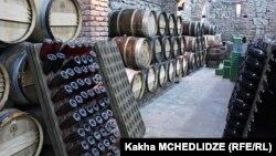 Основной удар от падения экспорта пришелся на грузинскую винодельческую отрасль: продажи вина за первые два месяца 2015 года снизились до 10 миллионов долларов – в прошлом году за этот период было продано продукции на 32 миллиона