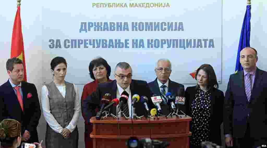 МАКЕДОНИЈА - Членот на Државната комисија за спречување на корупција Горан Миленков поднесе оставка од функцијата. Оставката на Миленков, кој е и поранешен претседател на ДКСК е доставена до Собранието на Македонија.