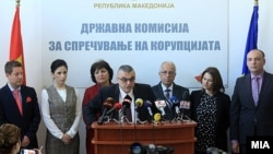 Архивска фотографија - Претседател во оставка на Државната комисија за спречување корупција Горан Миленков со дел од членовите.