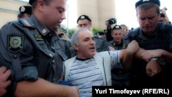 Garry Kasparov (center) being detained in August 2012 near Khamovnichesky court in Moscow, where he was protesting against the Pussy Riot verdict.