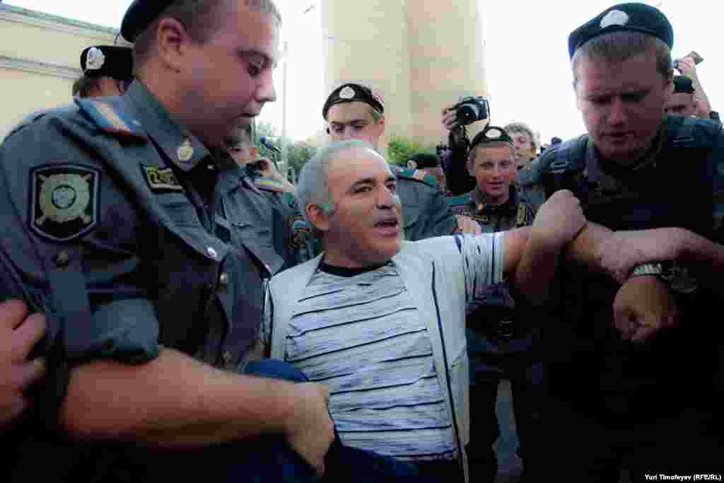 Гарри Каспарова задержали за то, что он - он