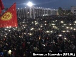 Митинг на центральной площади Бишкека, 5 октября 2020 года.