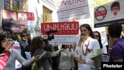 Акция протеста в защиту фонда Civilitas и Вартана Осканяна, Ереван, 19 октября 2012 г.