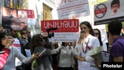 Архив - Акция протеста в защиту фонда «Сивилитас», Ереван, 19 октября 2012 г.