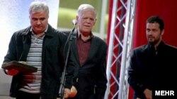 احمد رسولزاده (وسط)