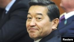 Серік Ахметов премьер-министр болып тағайындалған күні парламент жиынында отыр. Астана. 24 қыркүйек 2012 жыл.