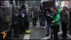 Втор ден од насилните протести во Тузла