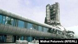 """Srušena zgrada u kojoj je bio list """"Oslobođenje"""", gdje je Kjašif Smajlović radio kao dopisnik"""