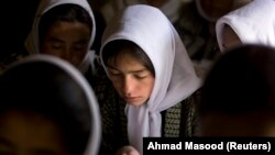 Egy osztály egy afgán lányiskolában 2008-ban.
