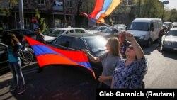 Оппозициянын колдоочулары Еревандын көчөлөрүндө. 2-май, 2018-жыл.