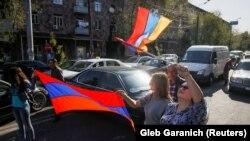 Участники акции протеста в Ереване, 2 мая 2018 года.