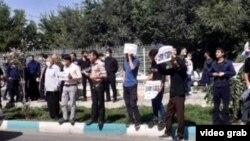 برگرفته از تصاویر ویدئویی از تجمع در مقابل دادگستری اصفهان