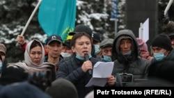 Жанболат Мамай наразылық митингісінде сөйлеп тұр. Алматы, 14 қараша 2020 жыл.