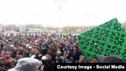 Митинг по земельному вопросу. Актобе, 27 апреля 2016 года. Фотография со страницы Ольги Климоновой в Facebook'e.