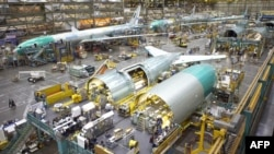 Сборка лайнеров модели Boeing 777 на заводе корпорации в Эверетте, штат Вашингтон