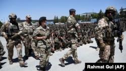 Reprezentanții NATO participă la ceremonia de absolvire de la Academia Militară afgană din Kabul