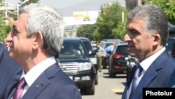 Серж Саргсян и Вчаган Казарян (справа)