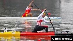 Каноэ және байдаркамен жарысқан спортшылар (Сурет халықаралық ескек есу федерациясының сайтынан алынды)