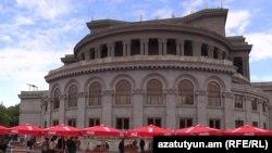 Armenia -- Yerevan's Liberty square, 14Oct2010