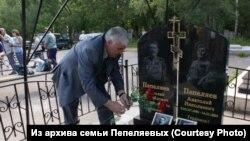 """Виктор Пепеляев на """"могиле двух генералов"""". Томск, 2011"""