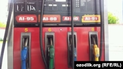 UzGazOil хизматчилари¸ АИ 91 русумли бензин олдим деб¸ қимматроқ тўлаб кетаëтган мижозлар¸ аслида икки марталаб алданаëтганини таъкидлайди.