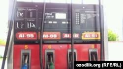 Uzbekistan - UzGazOil gas station in Tashkent, 09May2012