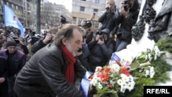 Vuk Draskovic, seen here placing flowers in Belgrade on March 9, is a former foreign minister who heads the Serbian Renewal Movement (SPO).