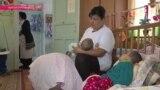 Мамы на час: кто играет с больными сиротами в детских домах?