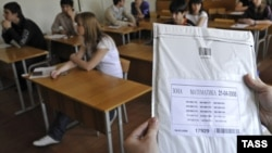 Russia -- pupils in the school befor the state examination. Tacher holds package with questions, 22Apr2008