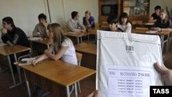 Единый государственный экзамен вводится в России с 2009 года, но его противники уверены, что пользы он не принесет
