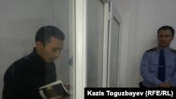 Подсудимый Асет Нуржаубай в зале суда. Алматы, 27 сентября 2018 года.