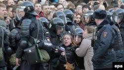 Задержание на антикоррупционном шествии в Москве