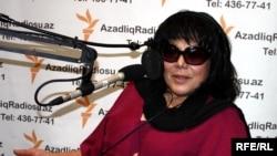 Певица Флора Керимова в студии РадиоАзадлыг, Баку, 21 апреля 2010 года