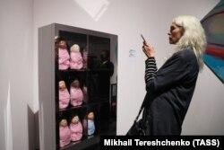 "Инсталляция Халлы бинт Халид ""Торговый автомат"""