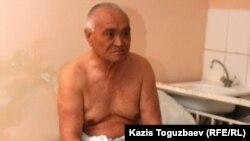 Жамбыл Төлегеновтің оң аяғының жіліншігі сынған. Алматыдағы №4 аурухана, 5 тамыз 2010 жыл.