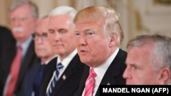 ترامپ، معاون رئیسجمهوری، مشاور امنیت ملی، و دیگر اعضای هیئت دولت او