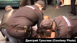 """Задержание активистов """"Открытой России"""" во Владивостоке"""