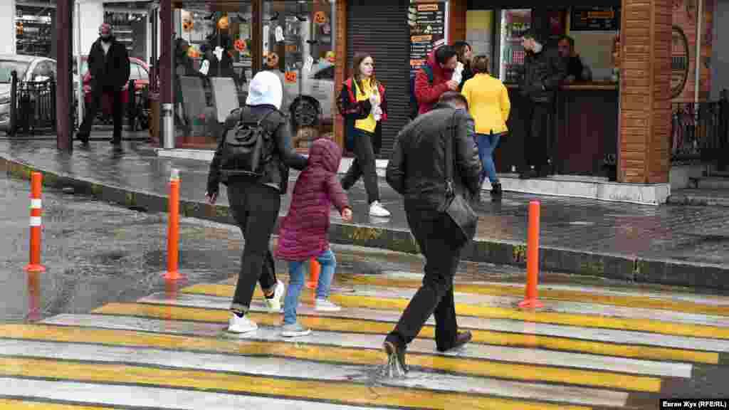 Перейти улицу не промочив ноги не всегда получается