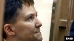 Украинская военная летчица Надежда Савченко в суде.